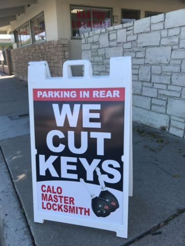 Master Locksmith Key Cutting Advertisement in Oxnard